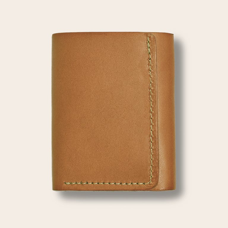 Discover the Filson Tri-Fold Wallet. A five-slot tri-fold wallet handcrafted with Bridle Leather.