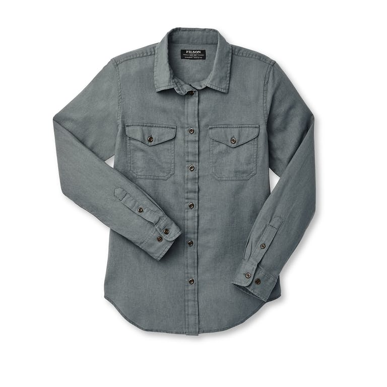 Discover the Filson Women's Scout Shirt. Lightweight and comfortable, yet built with a durable cotton twill for years of wear.